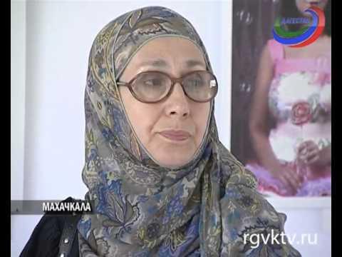 , title : 'В Махачкале прошла выставка фоторабот больной раком девочки'
