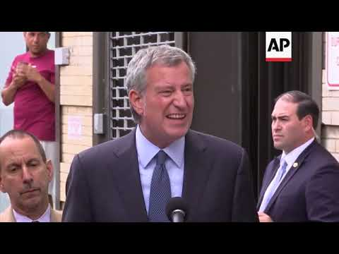 NY Mayor Tours Facility for Detained Children