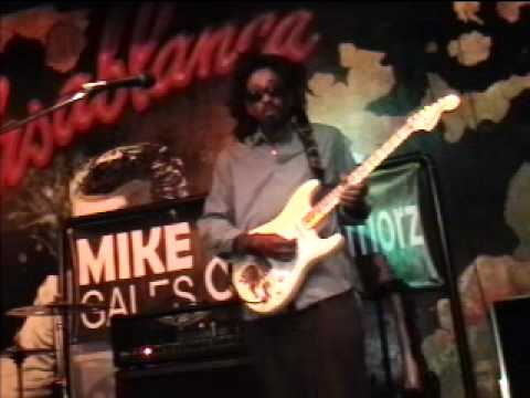 Mike Gales Gettin on at Bogart's in the Fan 6Feb12