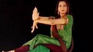 Learn Kathak with Pali Chandra, English 034, Demonstration of the prayer song