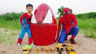 Trò Chơi Trên Cát Cùng Xe ô tô Đồ Chơi – Trứng Khổng Lồ Người Nhện Đồ Chơi Trẻ Em Cho Bé