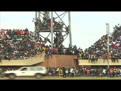العرب اليوم - شاهد: جماهير غامبيا تغزو ملعب الاستقلال