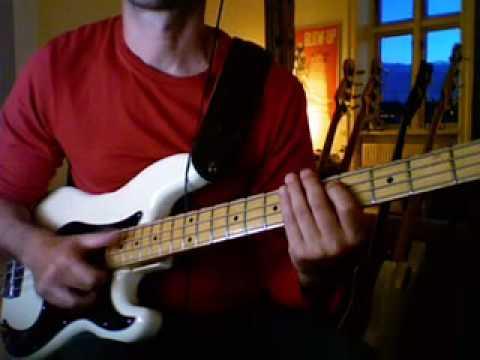 Louis Johnson slap bass style #1