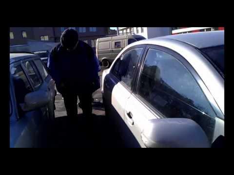 Повреждение автомобиля дверью