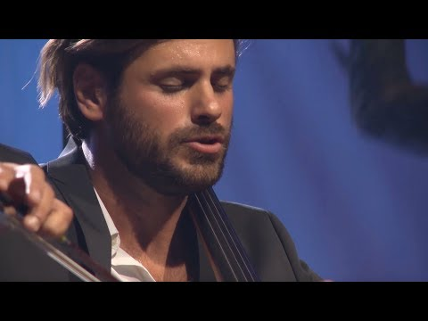 """Uma emocionante interpretação em cello de """"Ave Maria"""""""