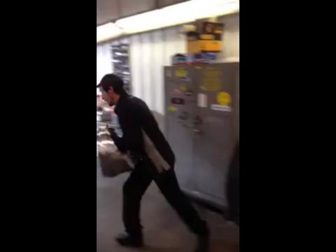 איך להתחבא מפני המשטרה (או האישה) עם צינור שרשור