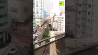 Santa Catarina Ciclone deixa pânico e rastro de destruição, trabalhadores ficam pendurados em an