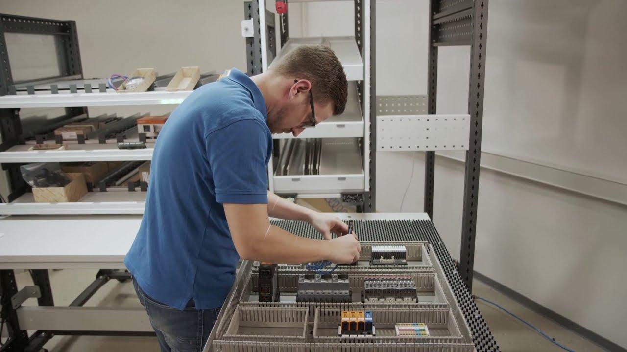 13. Assistierte Endmontage einer Montageplatte mit ELAM