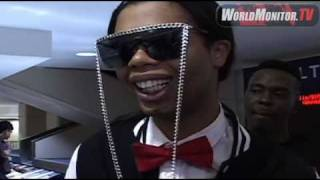 Bed Intruder Song 'Antoine Dodson' arrives at LAX amidst  Media frenzy!