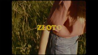 Kadr z teledysku Złoto tekst piosenki MaJLo feat. Natalia Grosiak
