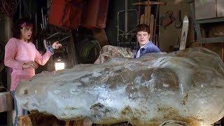 【穷电影】男子在院子挖出了个巨大冰块,里面的东西,让他开心的不得了