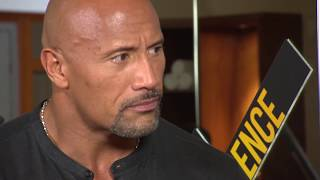 Very funny Interview Dwayne Johnson & Kevin Hart CENTRAL INTELLIGENCE  Gym earning muscles BAYWATCH