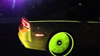 Смотреть онлайн Светящиеся в темноте автомобили