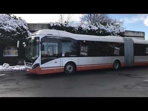 Pražský DPP testuje hybridní autobus Volvo. Spotřebuje o třetinu méně paliva