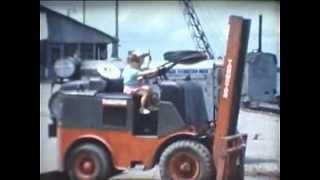 preview picture of video 'Paul, Dirk en Rik aan het spelen in het station van Kabalo'