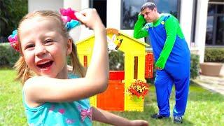 Nastya và cha cô xây dựng và trang trí nhà đồ chơi cho mọi người