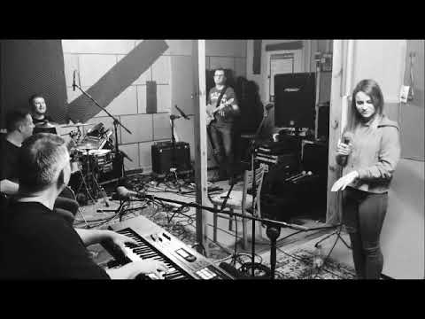 Deluxe Alive - video - 0