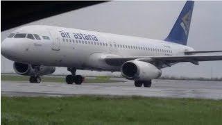 Самолет выкатился за пределы взлетно-посадочной полосы во время сильного шторма в Астане.