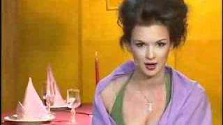 Смотреть онлайн Студентка-актриса пародирует Тину Канделаки