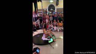 Taniec na rurze przed dziecmi na WOŚP 2020