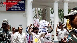 Independent Delhi Cadidates Protest Outside EC Office, Demand 100% Verification of VVPATS