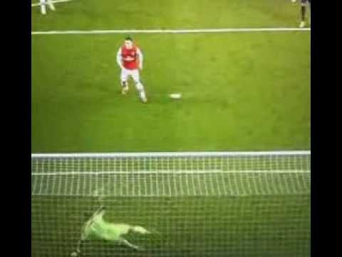 Mesut Ozil (Arsenal) wins penalty brilliantly vs Bayern Munchen