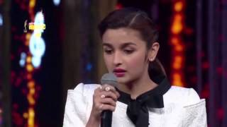 "Alia Bhatt sings ""Samjhawan"" Live 