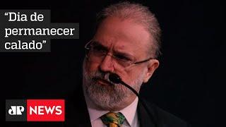 Procurador Augusto Aras diz que Bolsonaro tem o direito de desistir de depoimento em inquérito