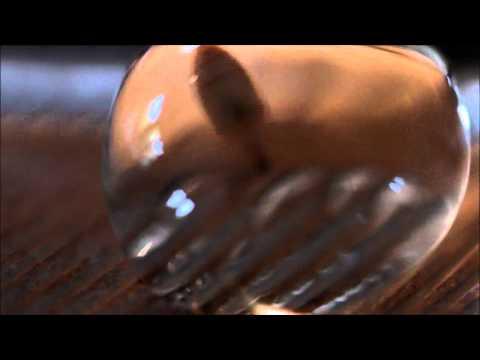 Le microorganisme végétal des ongles le traitement avec le permanganate