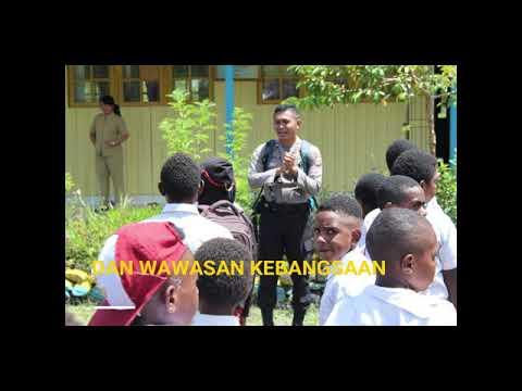 Polisi Pi Ajar di Sekolah YPPGI Puncak Jaya