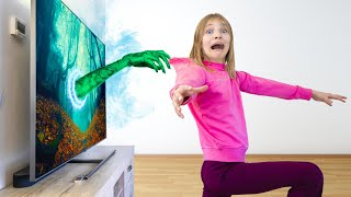 Amelia and Akim try to find a ghost in the house, Avelina has super powers!