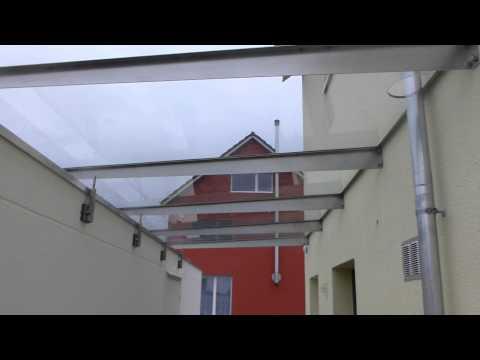 Ueberdachung mit Vordach vom Haus zur Garage