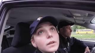Украинская  полиция НАГЛАЯ ДЕВКА