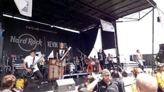 """Set Me On Fire"" - Beartooth - Vans Warped Tour '14 - Burgettstown, PA HD"