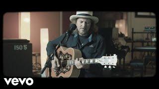 Kadr z teledysku Say Hi tekst piosenki Eddie Vedder