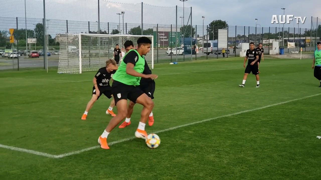 Fútbol informal en Lublin previo a Ecuador