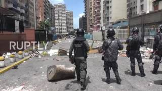 Venezuela: Fierce clashes as protesters attempt to storm TV network offices in Caracas