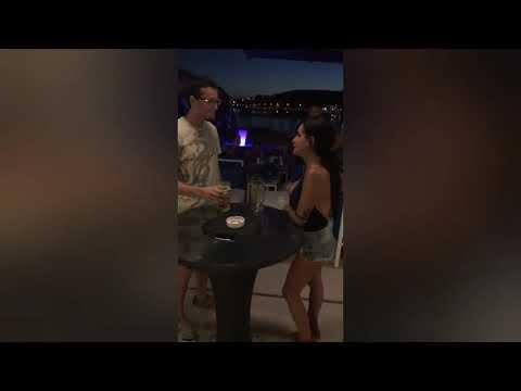 Девушка выпила кружку пива одним глатком!