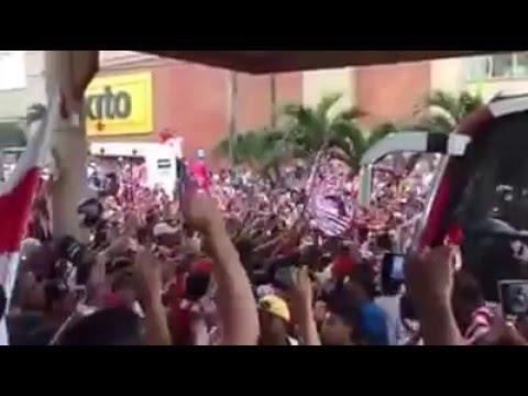 """""""Alexis mendoza coreado por los hinchas Rojiblancos"""" Barra: La Banda de Los Kuervos • Club: Junior de Barranquilla"""