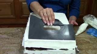 Cake Decorating, How to Ice a 1/2 Sheet Cake In Butter Cream