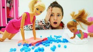 Барби собирает Челси в летний лагерь. Видео для девочек