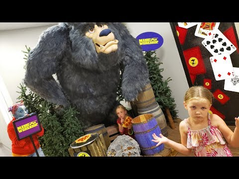 Extreme Hide and Seek in a Magic WorkShop With Fizzy the Alien!