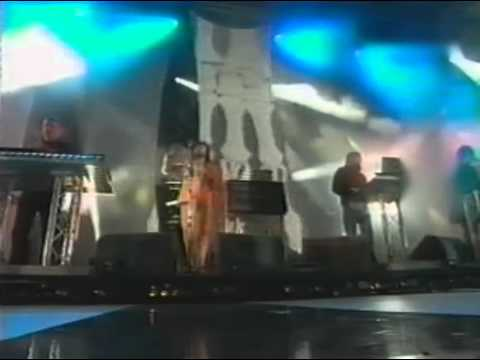 Chemical Brothers with Flaming Lips - Golden Path EMA 2003