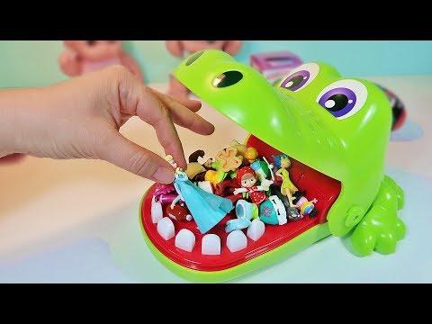 Челендж Игра Крокодил/Пупсики Играют в игру/Открываем Сюрпризы куча игрушек Маша и Медведь/Зырики ТВ