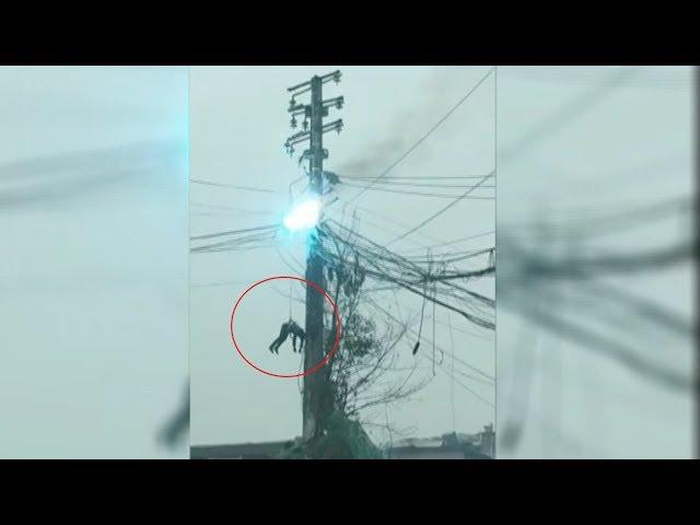 رجل يتدلى من أحد أسلاك الضغط العالي بعد تعرضه للصعق بالصين قبل أن يتم إنقاذه