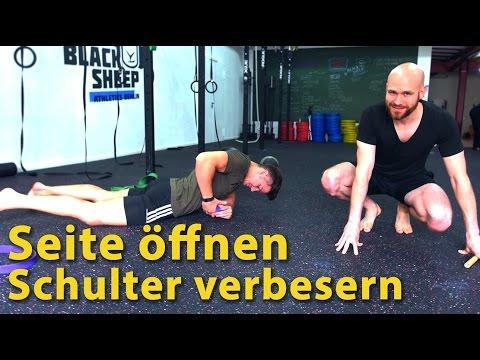 Die Erhöhung der Brust von der Hilfe der Trainings