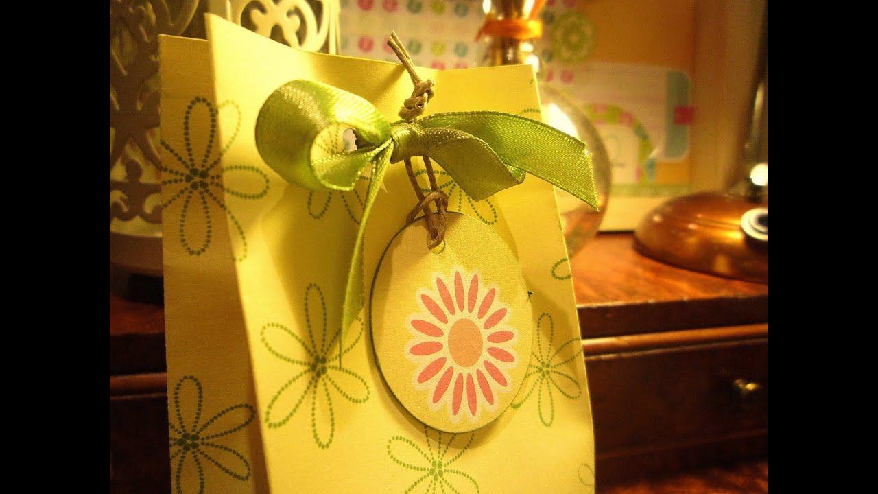 Manualidades en papel: Como hacer una bolsa de regalo a partir de un sobre. Tutorial Scrapbook
