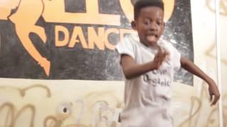ALLO DANNY AND ALLO JET DANCE TO SOLO REMIX