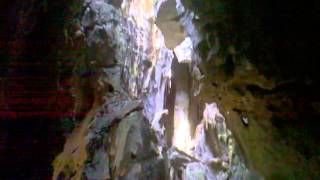 preview picture of video 'Phnom Sorsia Cave - Buddha shrine inside the main area'