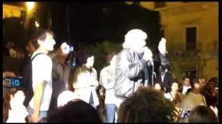 preview picture of video '14-10-2012 - Beppe Grillo in Sicilia a Vittoria (RG)'